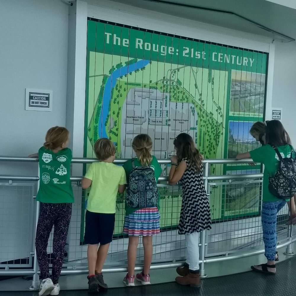 Kids looking at a map during a Homeschool Tour | Roadschool Field Trip