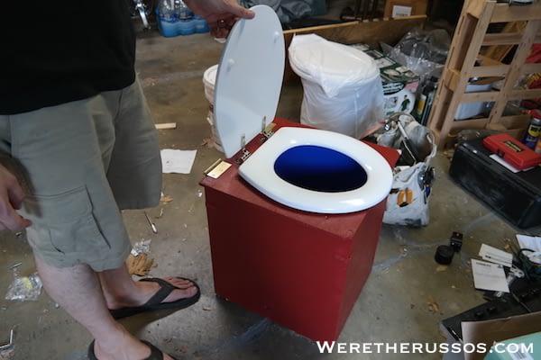 Composting bucket toilet